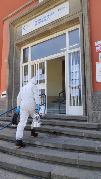 Coronavirus en Canarias | La UME en el centro salud de Schamann en Gran Canaria