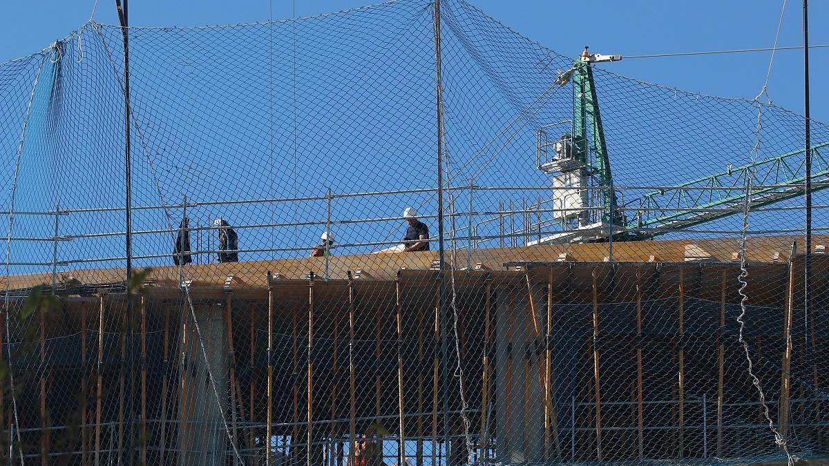 Construcción de un edificio en Teatinos.