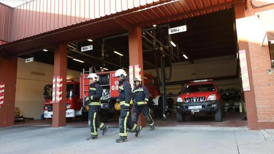 Evacuado por un incendio el supermercado Covirán de la calle Platero Pedro de Bares