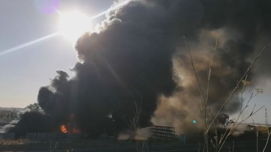 Un incendio afecta al entorno de Ford Almussafes