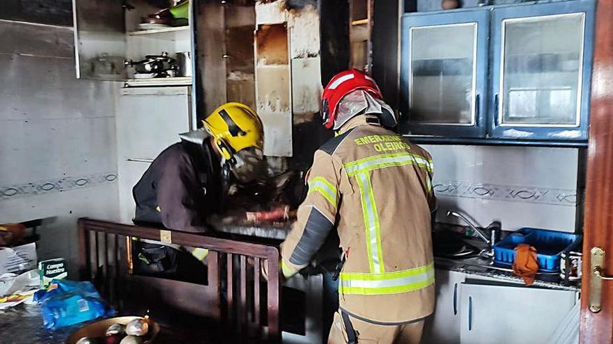 Incendio con daños materiales en la calle Humbolt