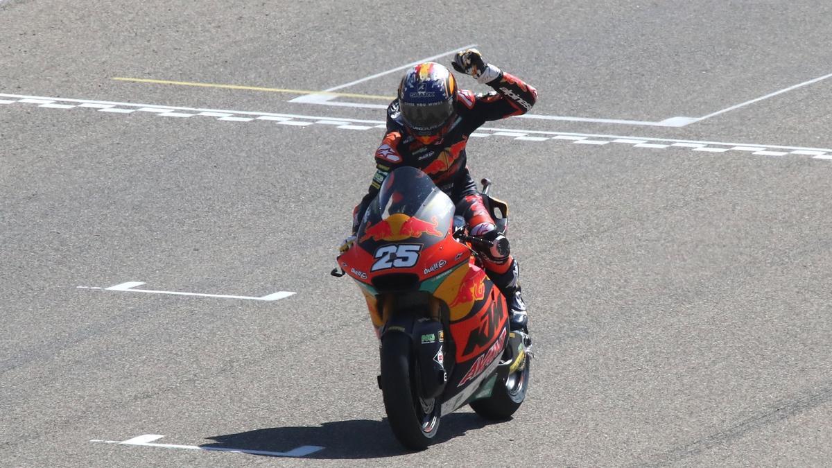 Raúl Fernandez se impone en Moto2.