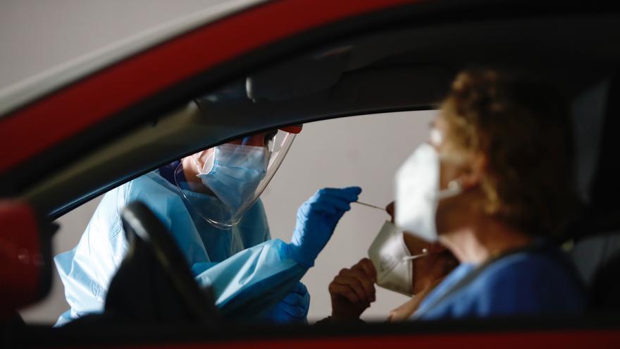 Andalucía baja su tasa de incidencia de covid 4,5 puntos hasta 259,2 y registra 30 muertes en 24 horas