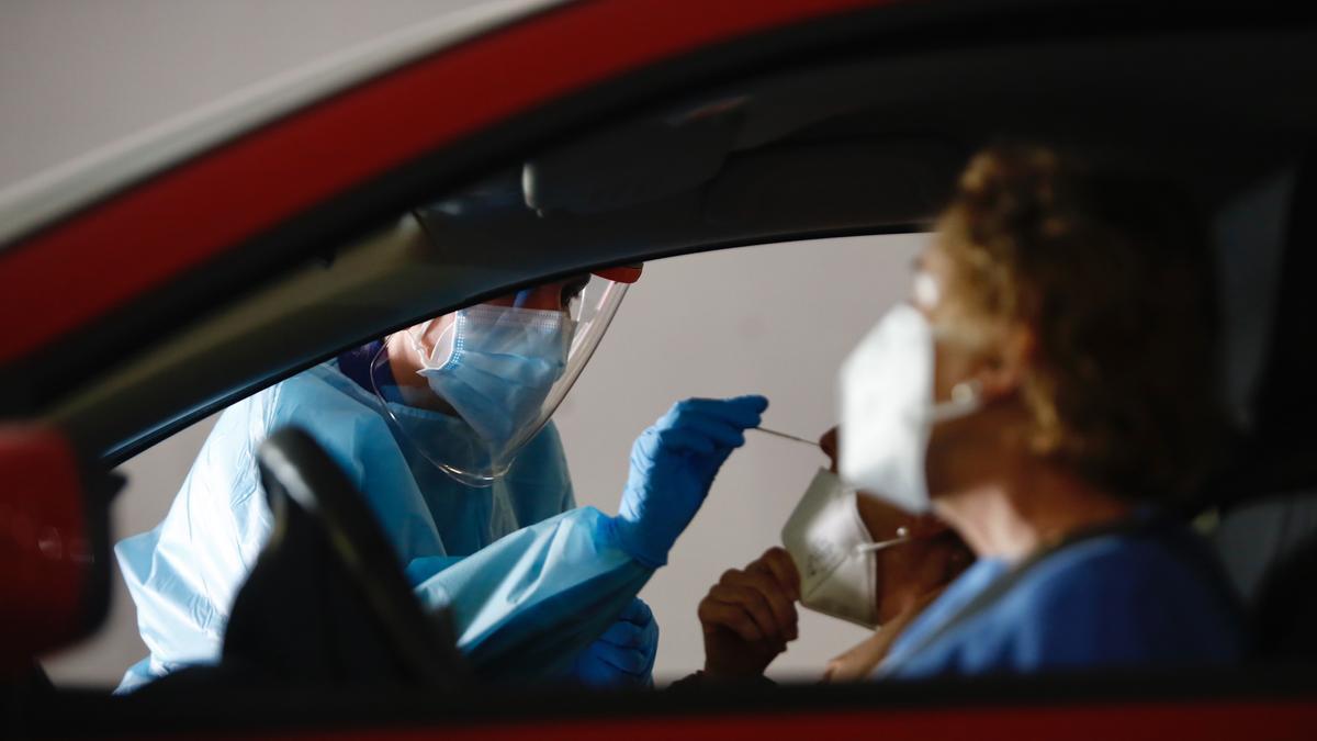 Pruebas para la detección del coronavirus en el autocovid de Castilla del Pino.