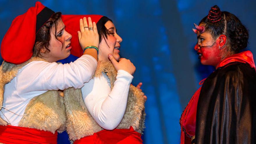 L'espectacle «Nadal al Catà» va omplir tres vegades el teatre dels Carlins de Manresa