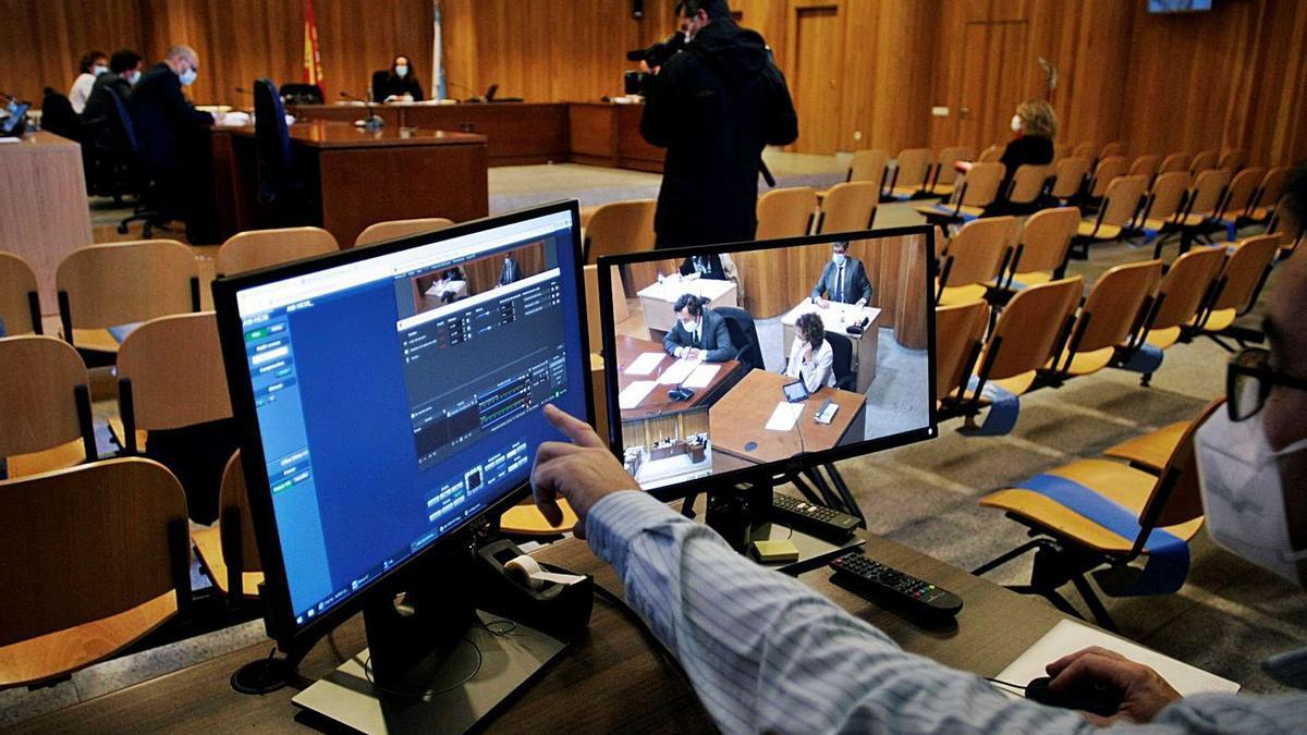 Vista sobre las medidas cautelares que se celebró ayer en el antiguo edificio de la Audiencia .     // CABALAR