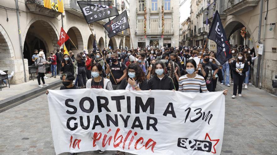 Universitaris es manifesten a Girona per acabar amb la «crisi educativa»