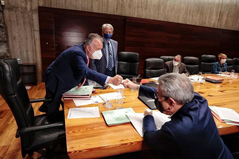 El presidente de Canarias, Ángel Víctor Torres, preside el Consejo de Gobierno celebrado este miércoles en el que se decidirá las nuevas restricciones sanitarias en Tenerife.