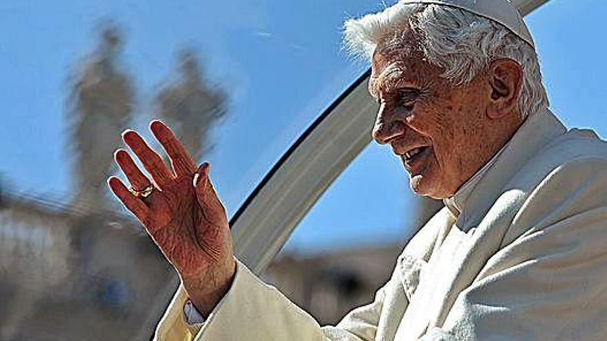 Benedicto XVI pide que se retire su nombre del libro que se opone al celibato