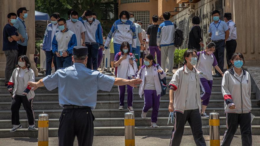 China trata de controlar los rebrotes de coronavirus con campañas de test masivos