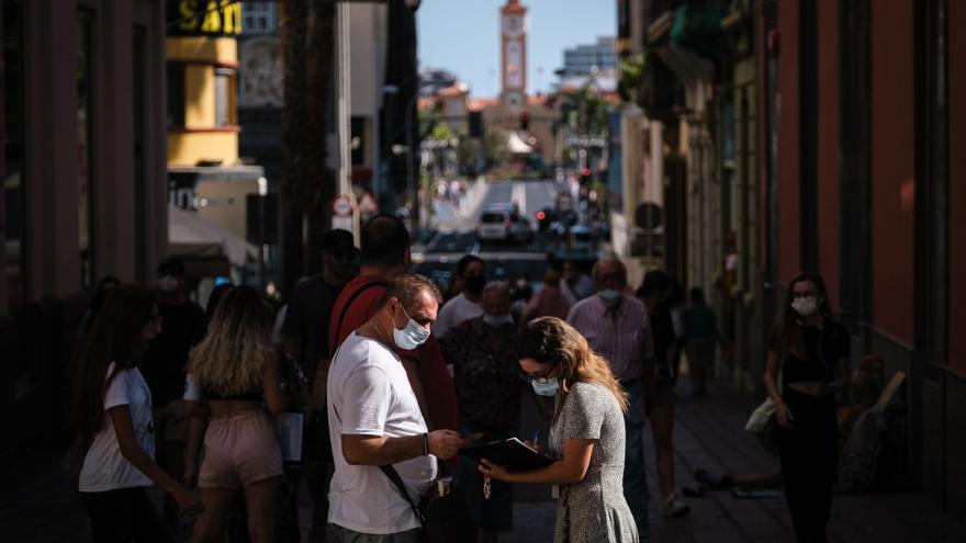 Canarias supera los 15.000 casos activos tras sumar 820 contagios de Covid
