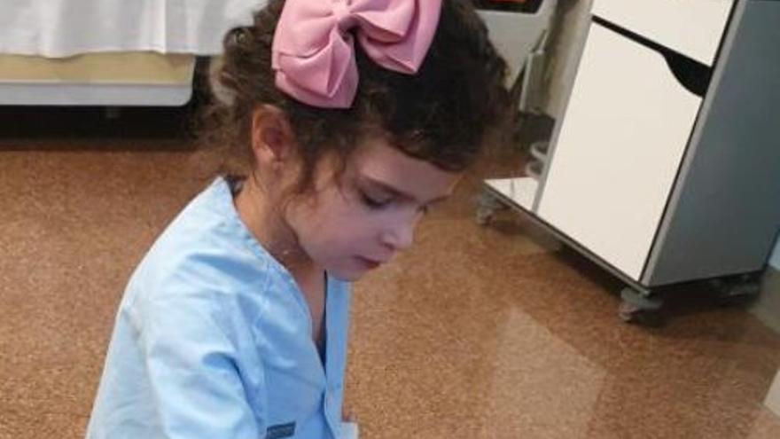 La niña multiepiléptica ingresa en el hospital en busca de una nueva vida