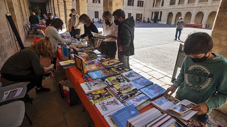 Una 'fireta' surtida de tebeos y libros ilustrados