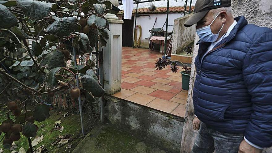 Un vecino de Valliniello denuncia a otro por sustraerle la portilla de la finca