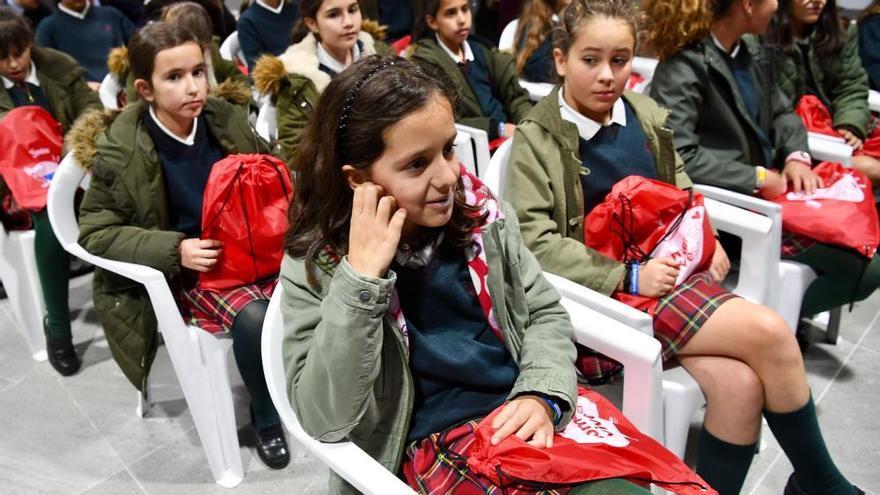 Alumnos del colegio Montespino y Peñarredonda visitan Riazor