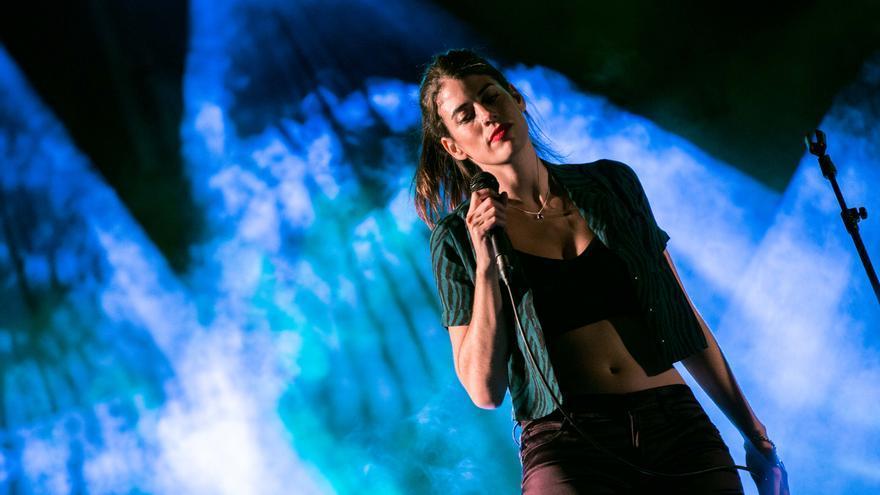 """La cantant gironina Abril Gabriele presenta el seu tercer senzill """"Steven Spielberg"""""""