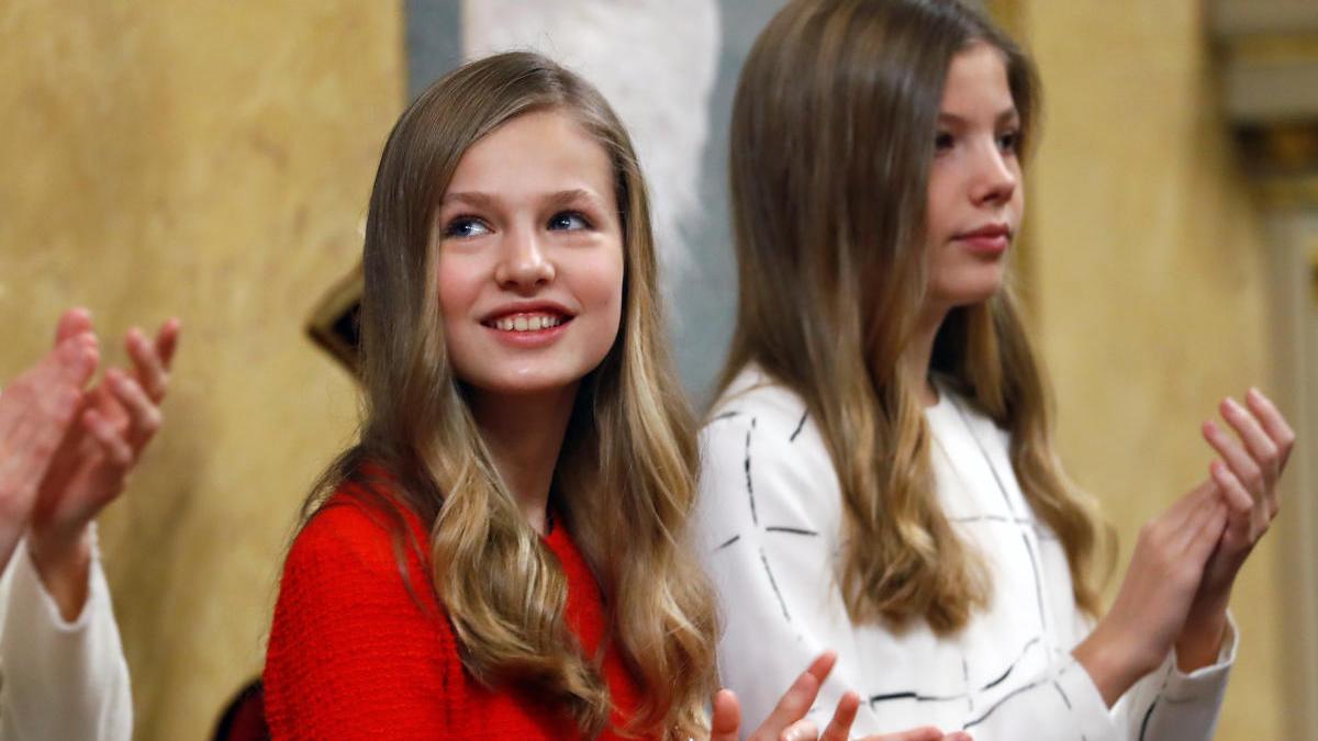 Leonor junto a su hermana Sofía.