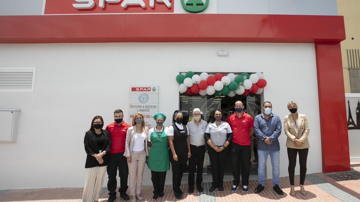 El equipo de SPAR Melenara tras la reapertura de la tienda