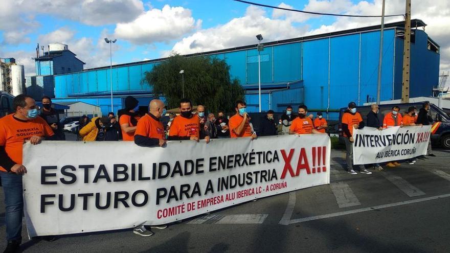 El comité de Alu Ibérica en A Coruña denuncia impago de nóminas, que la empresa niega