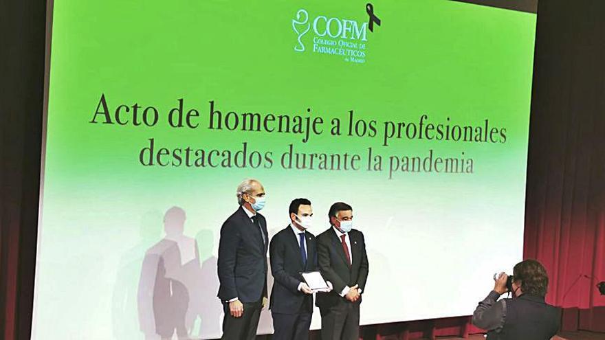 Los farmacéuticos ourensanos recogen un premio por su labor durante la pandemia
