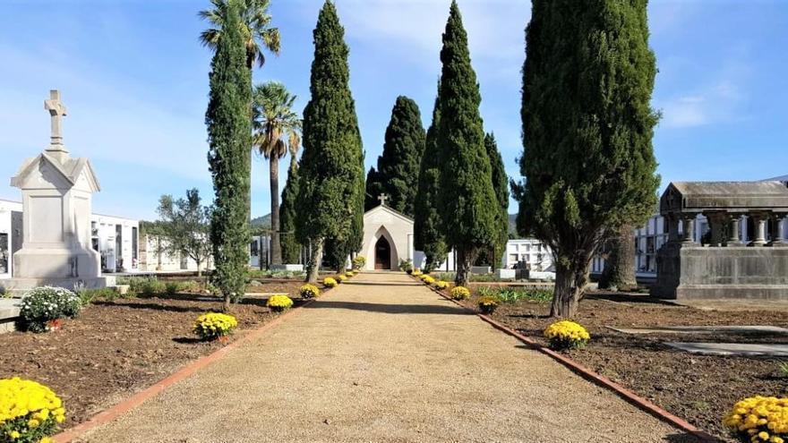 Garriguella enderroca 60 nínxols del bloc nord del cementiri municipal