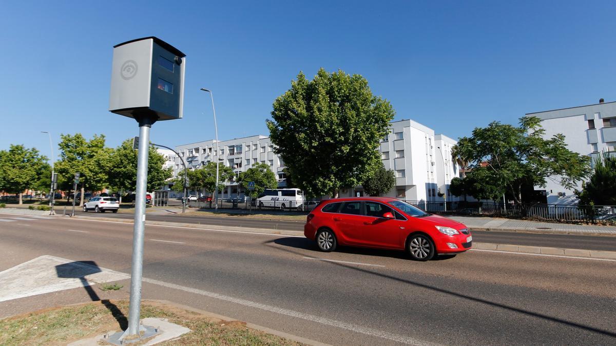 Radar instalado en la avenida Reina Sofía.