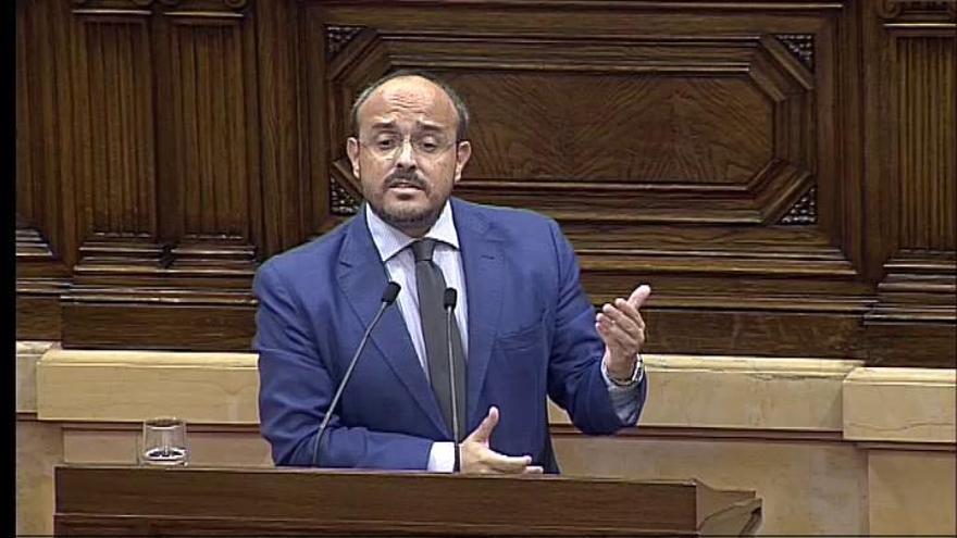 El presidente del PP catalán canta a Torra un pasodoble de Manolo Escobar