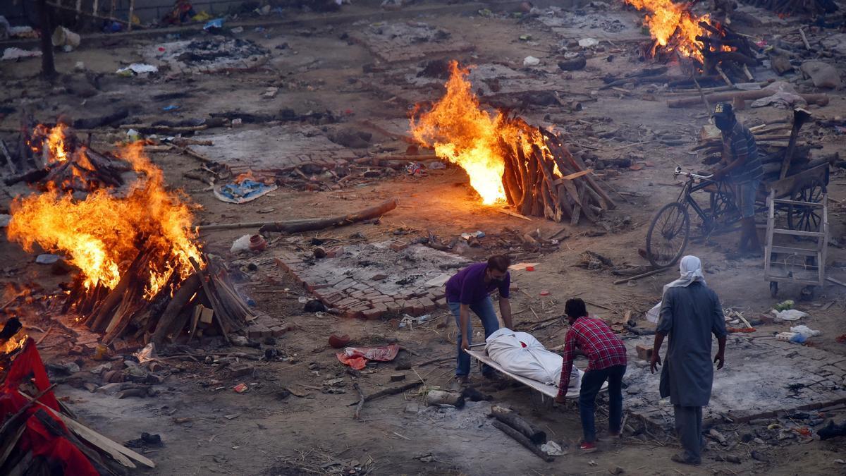 La crisis es tal que se creman los cuerpos en la calle.
