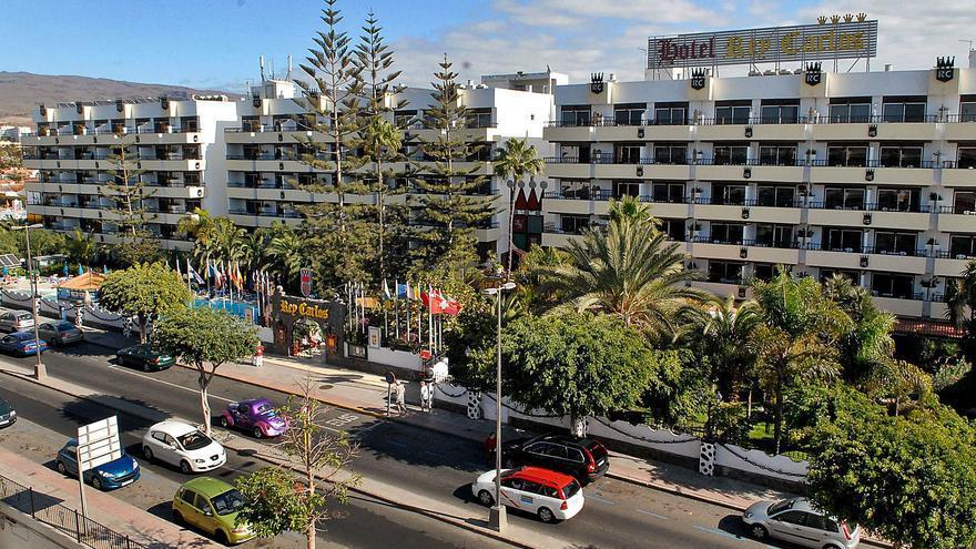 Propietarios del hotel Rey Carlos ven un desacierto alojar migrantes sin permiso