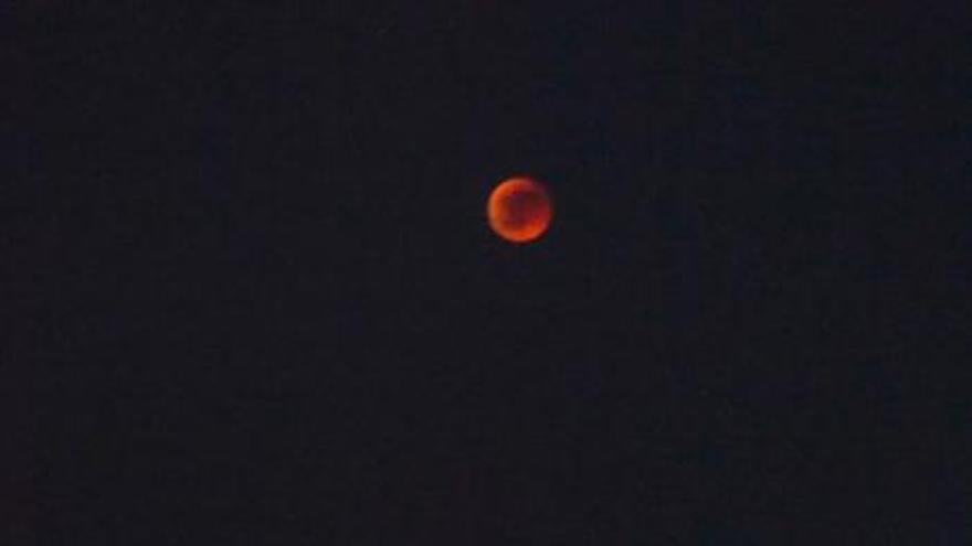 El frustrado eclipse lunar en Las Palmas de Gran Canaria