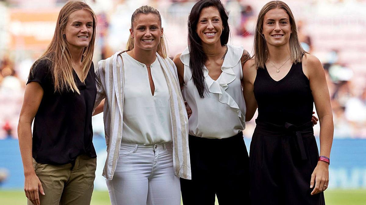 Homenaje a Sandra Paños en el Camp Nou como mejor portera de Europa