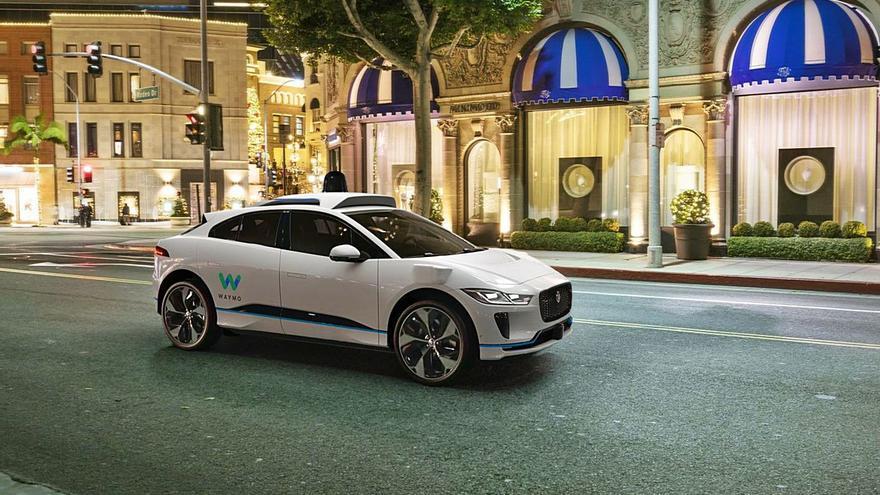 Los coches autónomos dan sus primeros pasos sobre el asfalto