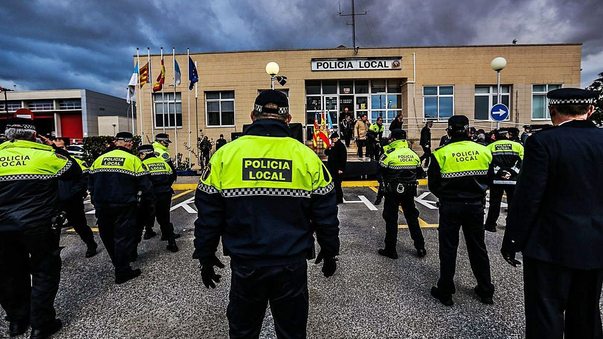 Acto de la Policía Local de Torrevieja en el retén principal, en una imagen de archivo.