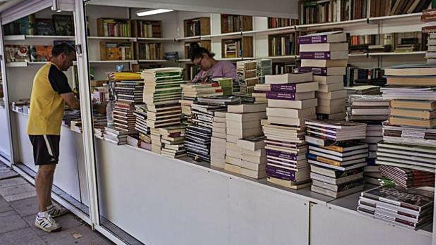 La Feria del Libro Antiguo y de Ocasión abre sus puertas hoy en la Marina