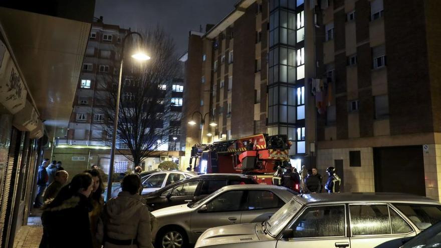 Incendio en la calle Puerto Rico, en La Calzada (Gijón)