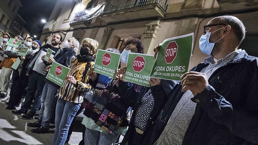 Veïns d'Artés protesten contra el malestar que els genera un grup d'okupes