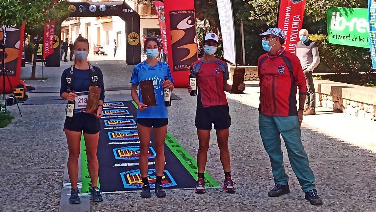 Podio de las tres mujeres más rápidas en la Cursa per Muntanya Tomir 2021.
