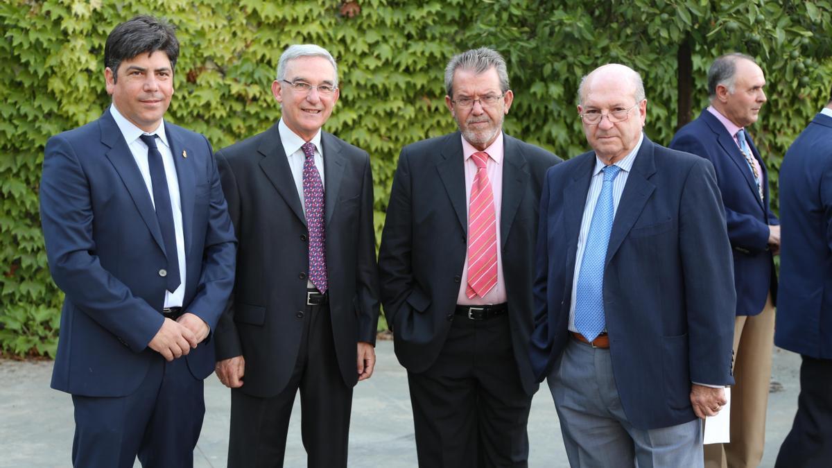 Manuel Llamas (segundo por la derecha).