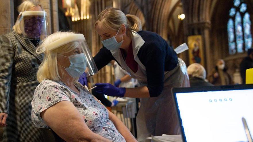 Reino Unido vuelve a aumentar sus contagios y fallecidos por coronavirus