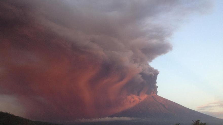 El volcan Agung (Bali) entra en erupción