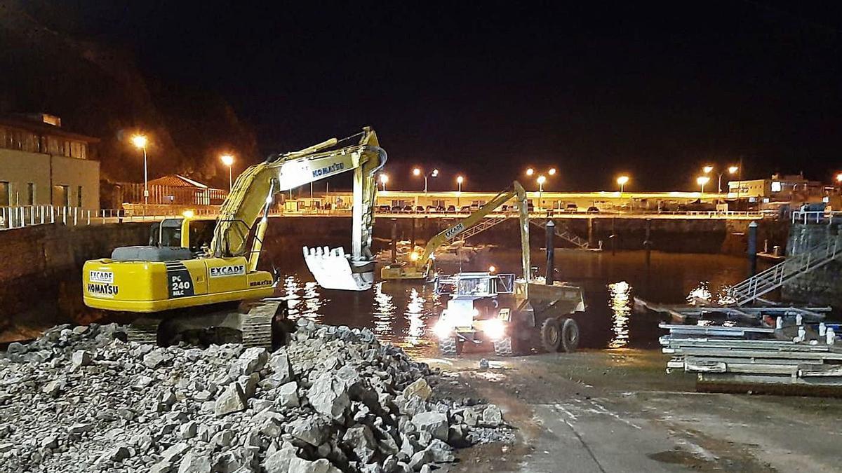 El dragado del puerto de Candás, también en horario nocturno | LNE