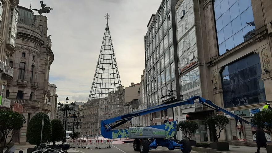 El árbol de Navidad ya roza el cielo de Vigo