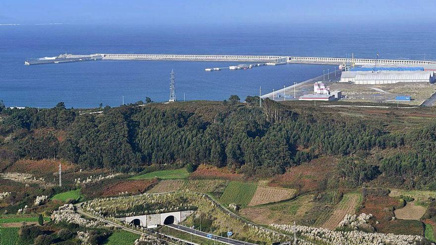 Arteixo prevé que el puerto de Langosteira se abastezca del agua del embalse de Sabón