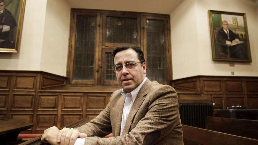 """Venancio Martínez Suárez, pediatra: """"El Colegio colaborará con los sindicatos si se lesiona la dignidad de los médicos"""""""