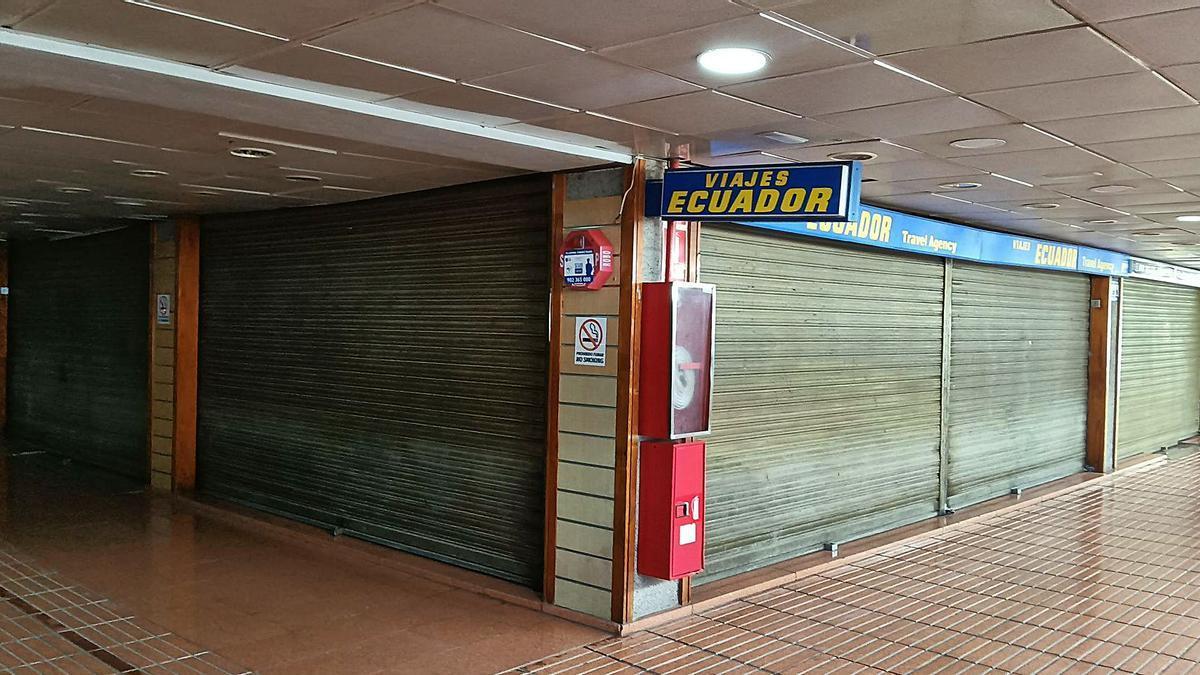 La Policía Nacional inspeccionó las oficinas de una agencia de viajes en el Centro Comercial Puerto Rico, en Mogán. | | LP/DLP