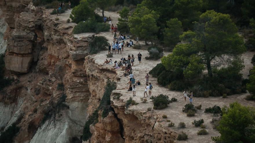 Los bomberos de Ibiza rescatan a una turista en un acantilado