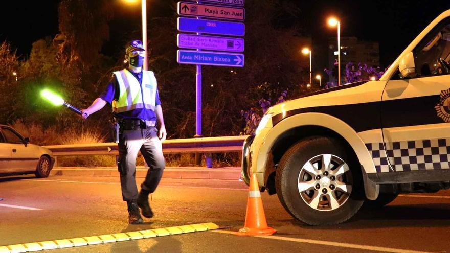 Cerrado un establecimiento, disueltos cuatro botellones e interpuestas 80 denuncias en el operativo nocturno en Alicante