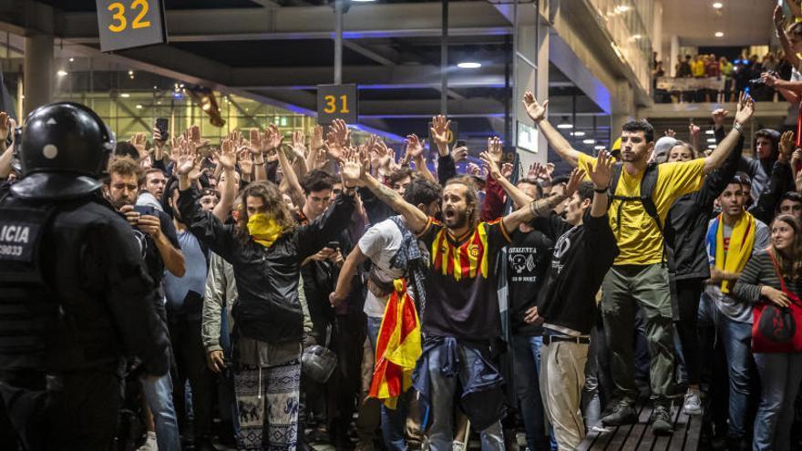 Muere un turista que quedó atrapado en El Prat