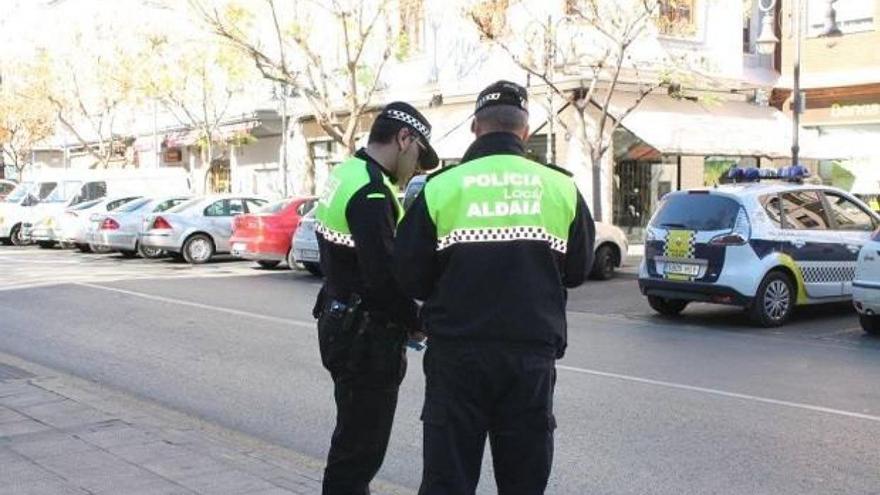 La Policía Local de Aldaia denuncia a 12 jóvenes que hacían botellón