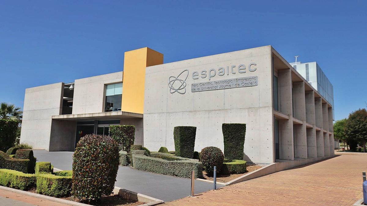 El Espaitec es la sede de varias empresas. Una de las novedosas es Looper Experience, con Javier Portolés al frente, que ofrece experiencias multisensoriales. | DAVID GARCÍA